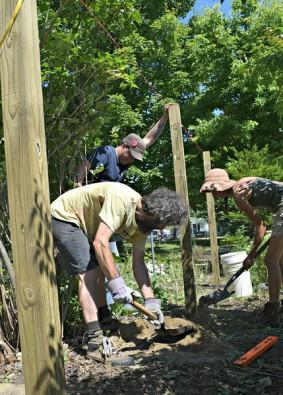 Fence digging